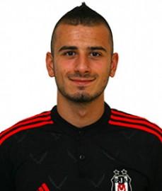 23 Eylül 1992'de Hollanda'nın Zaandam kentinde dünyaya gelen Türk asıllı futbolcu, orta sahada görev yapmaktadır. Futbola, Hellas Sport takımında başlayan Özyakup, 2002'de AZ Alkmaar altyapısına geçti. Burada B1 ve A1 seviyelerinde forma şansı buldu. Oğuzhan, daha sonra 1 Eylül 2008 tarihinde Arsenal altyapısına geçti. Oğuzhan, 2009 yılında kulübü ile profesyonel sözleşme imzaladı. Arsenal formasıyla ilk profesyonel maçına 19 Eylül 2011'de bir İngiltere Lig Kupası maçında Shrewsbury Town takımı karşısında çıktı. A Milli Takımımız'ın formasını 10 kez giyen Oğuzhan Özyakup, 2012-2013 sezonu başında Beşiktaşımız ile sözleşme imzaladı.