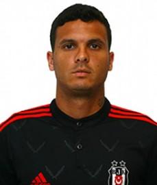 Ramon de Moraes Motta, 6 Mayıs 1988'de Cachoeiro'da dünyaya geldi. Profesyonel futbol kariyerine 2005 yılında Internacional takımında merhaba diyen Motta sırasıyla; Vasco da Gama, Corinthians ve Flamengo takımlarında top koşturdu. Oynadığı 113 maçta 7 gol atan 173 cm boyundaki sol bek Motta, 2013-14 sezonu başında Beşiktaşımız ile sözleşme imzaladı. 2013-2014 sezonunda takımımızda kiralık olarak forma giyen Motta, 2014-2015 sezonu öncesinde Beşiktaşımız ile 2+1 yıllık sözleşme imzalamıştır.
