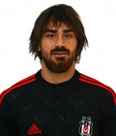 3 Kasım 1988 Viyana doğumlu olan Veli Kavlak, 2004'te Rapid Wien takımında forma giymeye başladı. Avusturya Milli Takımı'na seçilen Veli Kavlak, 30 kez Avusturya adına görev yaptı ve 4 gol kaydetti. Kavlak, 2010-2011 sezonu başında Beşiktaşımız'a transfer oldu.