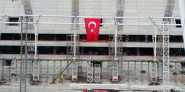 vodafone-arena-çatı-çemberi-bayrak