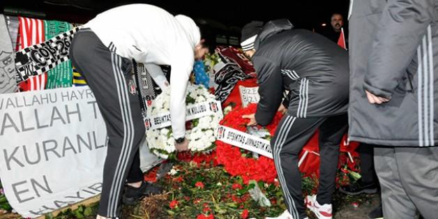 Futbolcularımız Şehitler Tepesi'ne Çelenk Bıraktı