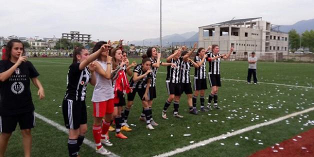 Kadın Futbol Takımımız Namağlup Şampiyon