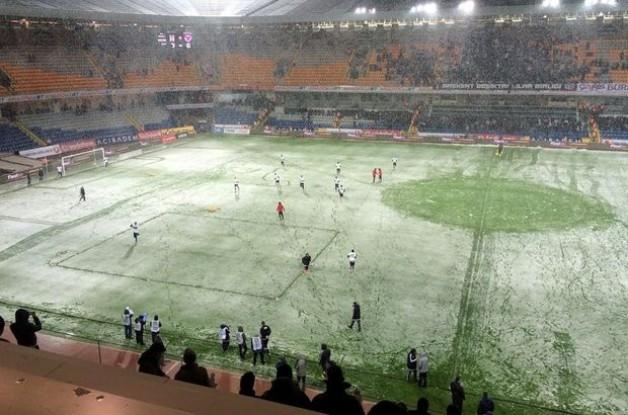 Beşiktaş Mersin İdman Yurdu maçında kar engeli!