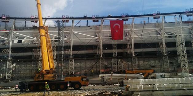 Vodafone Arena Çatısı Yükseliyor.